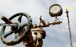 النفط يتراجع وسط مخاوف من التخزين واحتمالية إيقاف اللقاح