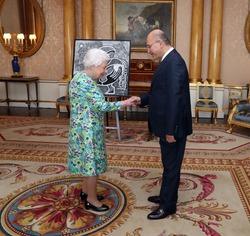 أول رئيس عراقي يلتقي ملكة بريطانيا