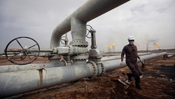 US crude futures drop by 12%