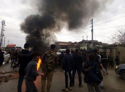 صور .. متظاهرون يقطعون طريقا مؤديا للسليمانية احتجاجا على انعدام الكهرباء