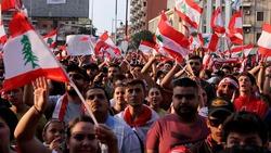 لبنانيون ينظمون وقفة امام السفارة العراقية في بيروت تضامنا