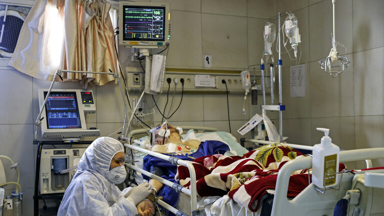 Iranian nurse weep and plead people: Don't go out of your homes