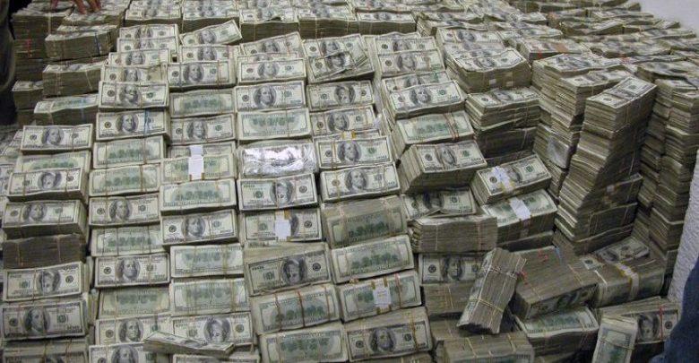 النزاهة تضبط مسؤولاً عراقياً متلبساً بتقاضي رشوة بآلاف الدولارات