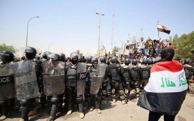 صدامات واعتقال متظاهرين في إحدى نواحي النجف