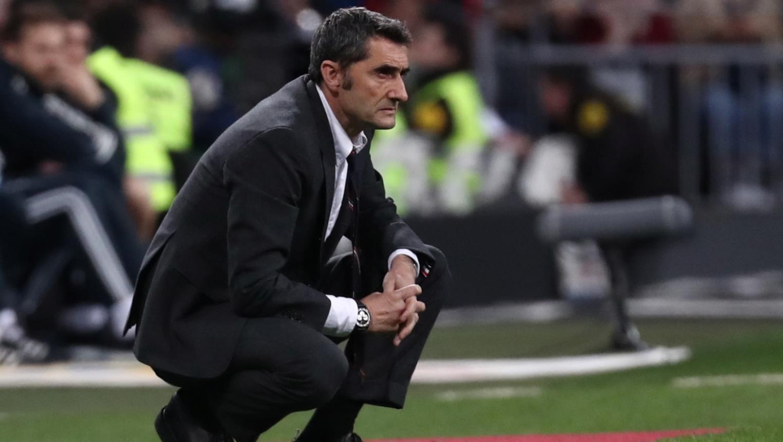 مدرب برشلونة يبدي تمسكه بلاعبه: لن نفرط به