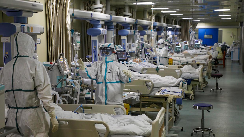"""وفاة مدير مستشفى """"ووهان"""" بسبب كورونا والصين تسجل تحسنا طفيفا"""