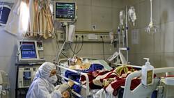 ممرضة إيرانية تبكي بحرقة وتناشد: لا تخرجوا من بيوتكم