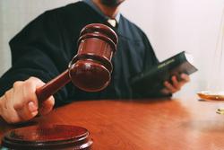 محكمة في بغداد تحكم بالاعدام على امرأة وعشيقها لقتلها زوجها