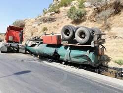 انقلاب صهريج ايراني يحمل كمية من النفط الاسود شمال اربيل