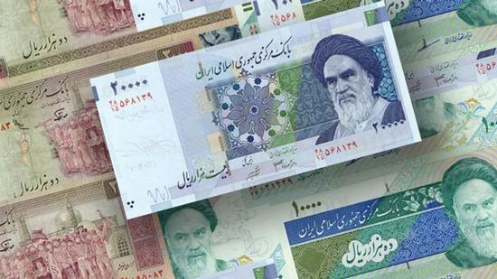 حجم السيولة في إيران يتخطى 2200 مليار تومان بزيادة أكثر من 28%