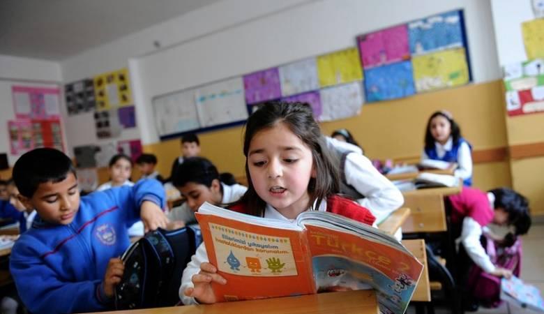 """التربية تحمل إدارات المدارس مسؤولية عدم الالتزام بقرار """"تكييف"""" المناهج.. وثيقة"""