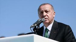 أردوغان يجدد ابتزاز أوروبا باللاجئين.. ويغازل ترامب