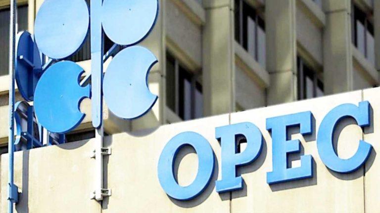 العراق يتحرك على أوبك لوضع حد لإنهيار اسعار النفط