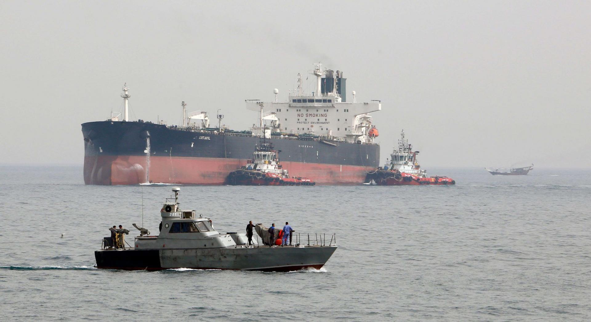 الجيش الامريكي يتهم الحرس الثوري بمهاجمة سفن بالخليج