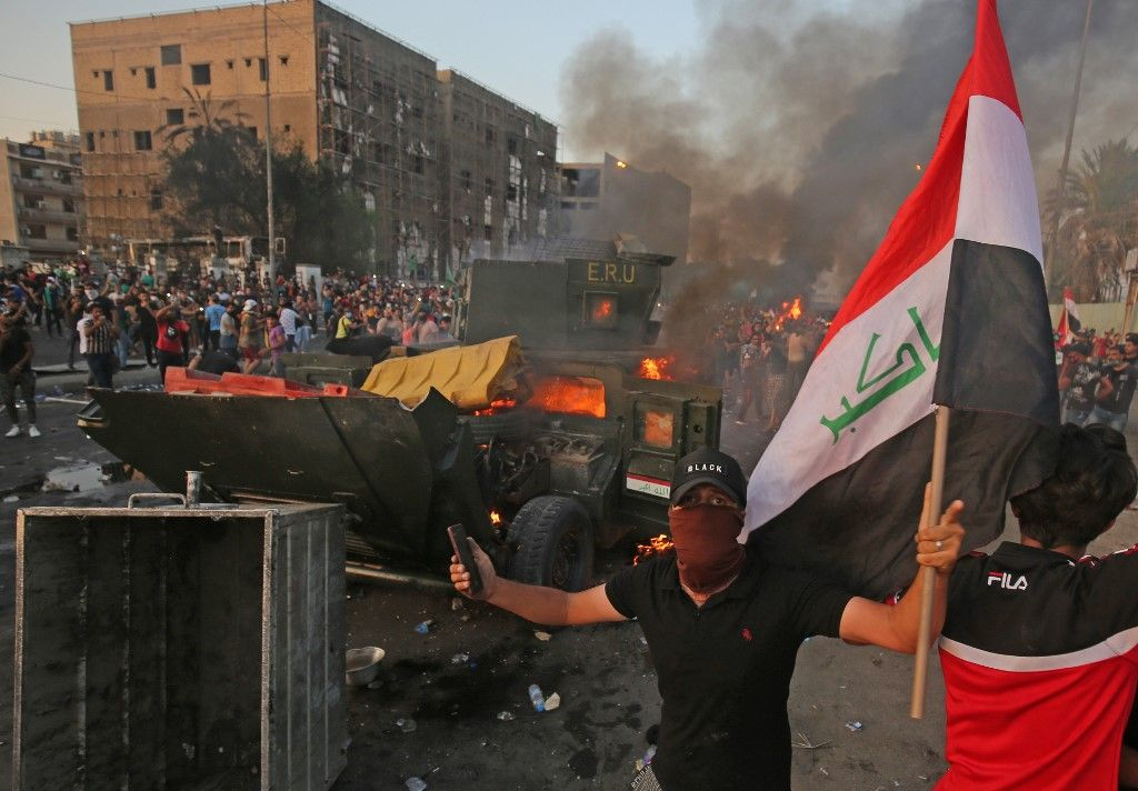 40 killed and wounded by security using bombs against protesters in Baghdad, Reuters