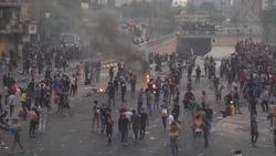"""""""لا للسياسيين ولا للمعممين"""" في تظاهرات العراق"""