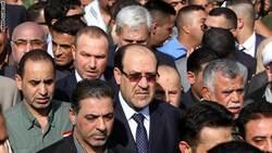 متظاهرون غاضبون يضرمون النار في مقر حزب المالكي