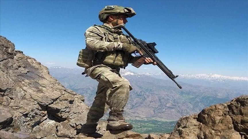ماكرون: تركيا تقاتل الوحدات الكوردية التي وقفت الى جانبنا بحرب الارهاب