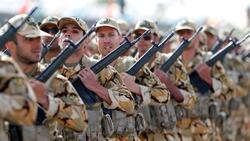 """إيران تطلق مناورات عسكرية """"مفاجئة"""" قرب الحدود مع العراق"""