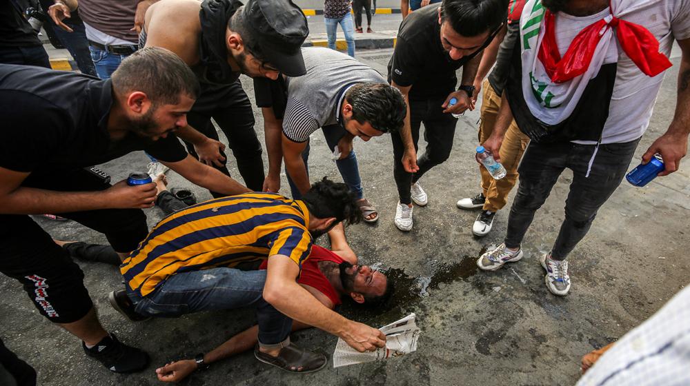 صحيفة بريطانية تتهم الغرب بعدم المبالاة في قمع المتظاهرين العراقيين