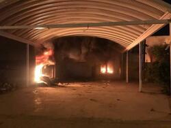 بعد وفاة ناشط مدني.. محتجون يحرقون مقار احزاب في محافظة عراقية
