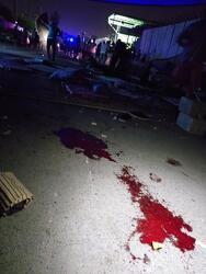 """صورة .. مخمور يدهس معتصمين بعد اقتحامه بـ""""ستوتة"""" مكان احتجاجهم في بغداد"""