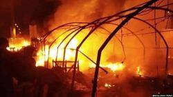 بالصور.. احتراق خيام مع تقدم مكافحة الشغب باتجاه التحرير