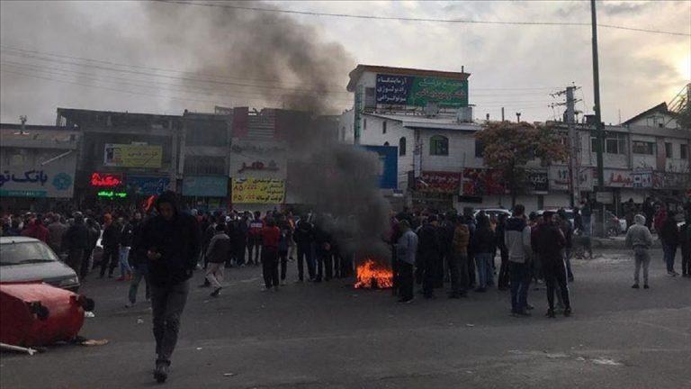 إيران تقطع الإنترنت عن عدة محافظات تزامنا مع دعوات للتظاهر
